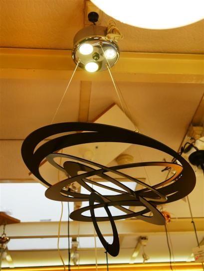 MASCA Suspension sphère armillaire en métal laqué noir. Trois ampoules LED 53 W fournies Dim. : 80 x 50 cm. Dim. : 31 3/4 x 19 3/4 in.