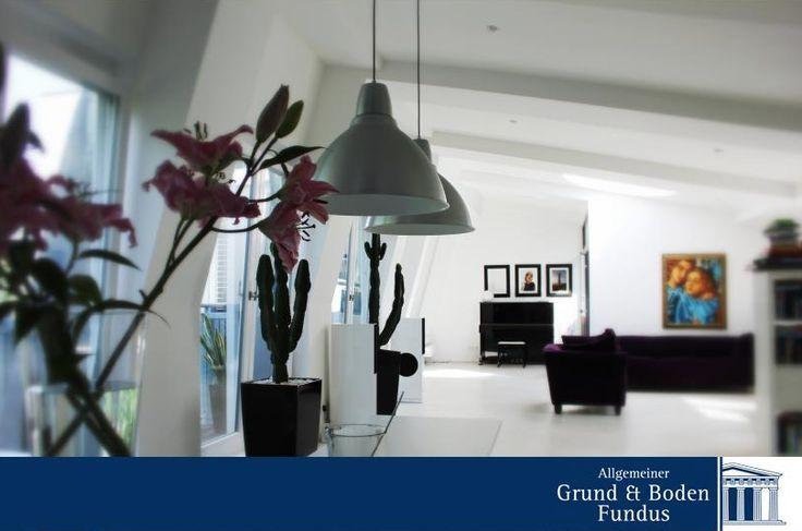 Traumhaftes Designerloft in Berlin-Mitte - Sie suchen das Besondere? Dieses einzigartige Wohnerlebnis? Eine dieser Wohnungen, die man sonst nur aus exklusiven Architekturzeitschriften kennt? Hier ist Ihre Chance!   www.grund-boden-fundus.de/de_objektdetails.php?ID=3FD1A7A0906840D09505FCB2DF05E8DD
