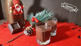 LIQUORE AL CIOCCOLATO100 gr cacao amaro + 50 gr cioccolato fondente 500 gr latte intero 500 gr panna liquida per dolci 400 gr zucchero 100 gr alcool puro   Per prima cosa polverizzate lo zucchero e il cioccolato nel boccale 20 sec. vel. 10 Aggiungete il latte, la panna e il cacao 15 min. 90 gradi vel.4 Lasciate raffreddare e aggiungete l'alcool 1 min. vel.4 Trasferite nelle bottiglie di vetro e conservate in frigo per 6 mesi massimo