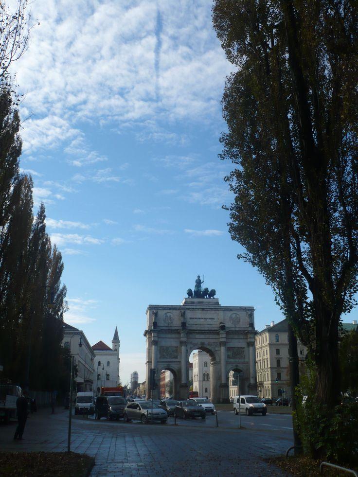 #Siegestor, ovvero Arco della Vittoria, dedicato all'esercito bavarese.