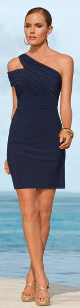 Wooooooww What a beautiful dress! Love it!!//One Shoulder Ruched Dress