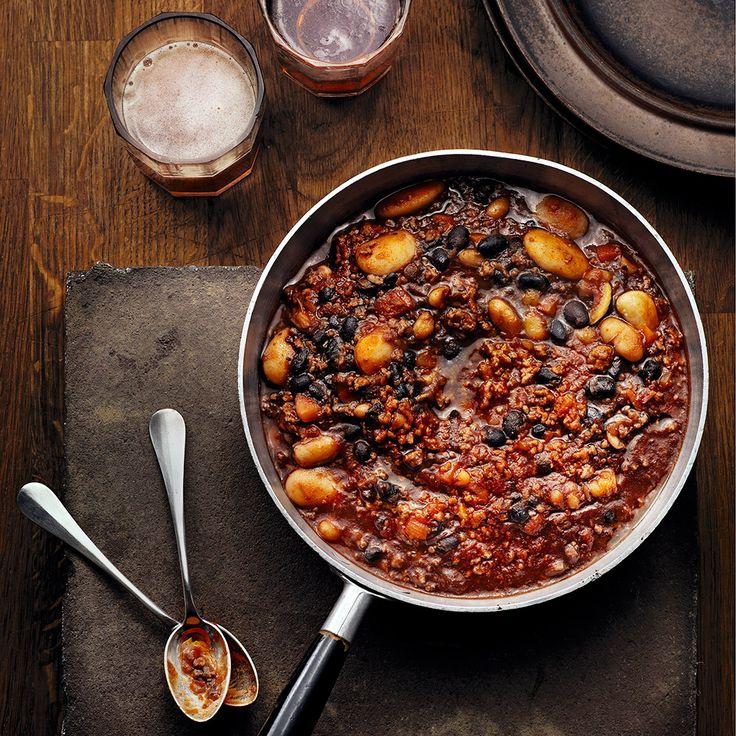 Stjärnkocken Tommy Myllymäki bjuder här på ett snabbt och enkelt recept på chili con carne.