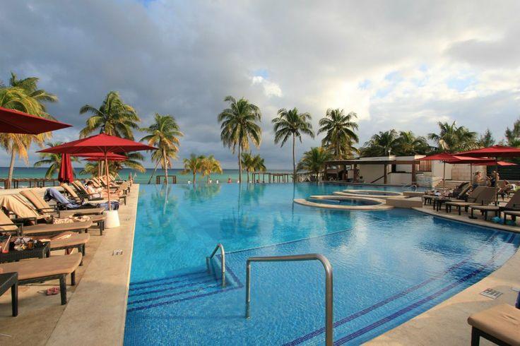 Azul Fives Riviera Maya, Infinity Pool