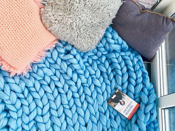 Blue chunky and tender merino blanket. Merino wool 100%. 21