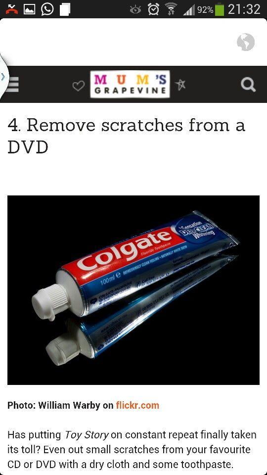 Verwijder krassen op cd/dvd door met een doekje en een druppeltje tandpasta zachtjes over de krassen heen te wrijven