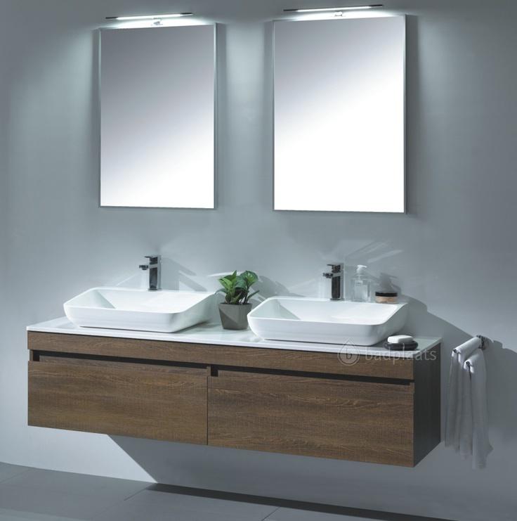 Badkamermeubel Texas Dubbel heeft 2 lades uitgevoerd met LED verlichting. Uitgevoerd met 2 wastafels op een lange onderkast (160cm).