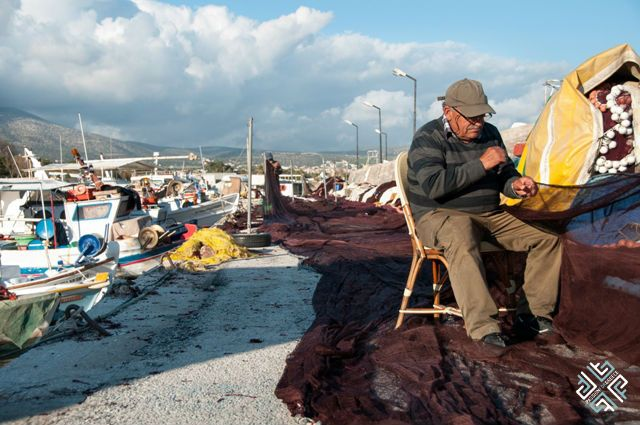 Meet and greet the local fishermen in Varkiza! Learn all about their fishing techniques or simply watch them fix their nets. #passionforgreece #fishing #AthenianRiviera #Varkiza