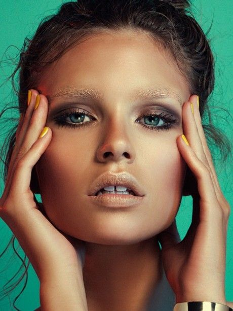 Isabelle Sauer -- bleached brows, gold lips & yellow nails #beauty #makeup #manicure