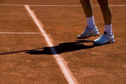 Porqué el juego de pies es tan importante en el tenis para ganar puntos? Si quieres mejorar tu estilo de juego, entonces checa estos grandiosos ejercicios de trabajo de pies en el tenis! CLICK AQUI: www.comojugartennisfacilmente.blogspot.com/2015/04/trabajo-de-pies-en-el-tenis-5-razones.html