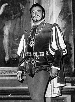 Luciano Pavarotti at 25 in Rigoletto