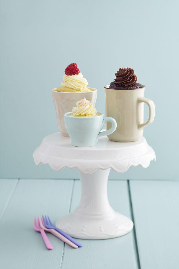Tassenkuchen selber machen dauert von der Vorbereitung bis zum fertig gebackenen Resultat nur etwa fünf Minuten. Die perfekte Lösung für Heißhungerattacken! http://www.erdbeerlounge.de/rezepte/desserts/tassenkuchen-selber-machen-3-leckere-rezepte/