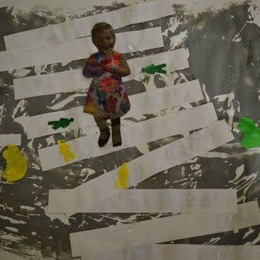 """Www.jufanneleen.com Peuters thema verkeer : straat door """"schrijbelen""""/ peuterschrijfdans, zebrapad leggen en plakken en dan autootjes plakkeb op de straat en kindjes (incl zichzelf) op het zebrapad. Preschool traffic theme Www.jufanneleen.com"""