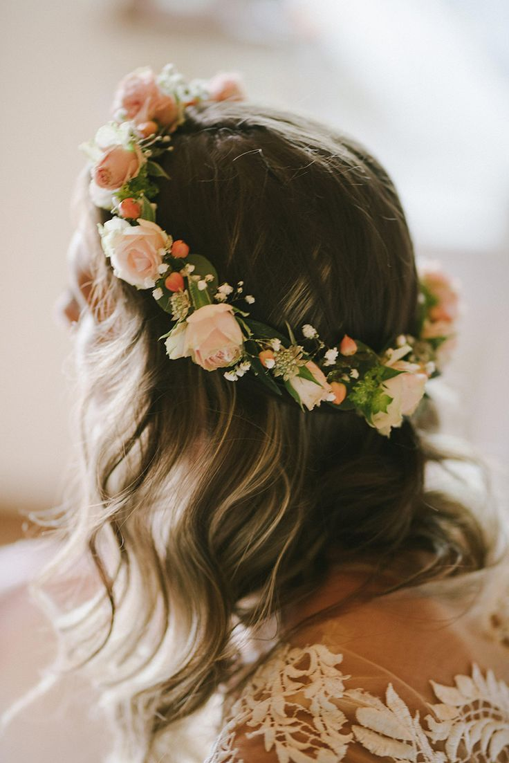 Beautiful hair wreath for a bride by Klara Uhlirova