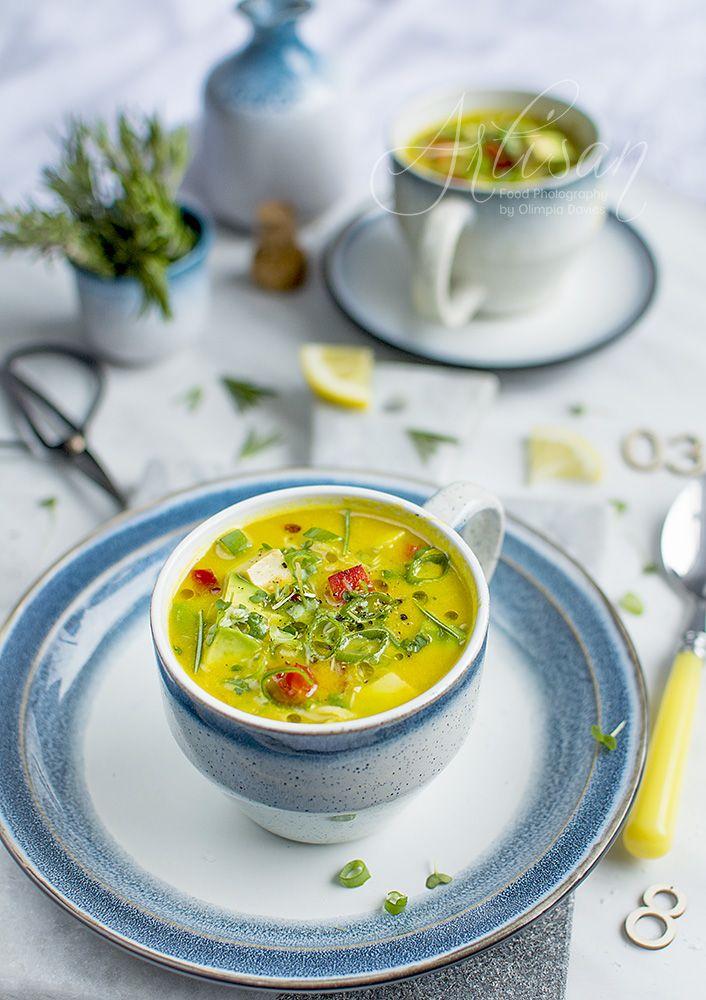 Pomysłowe Pieczenie: Surowa zupa z awokado i kiszoną kapustą