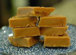 South African Fudge Recipe http://www.the350degreeoven.com/2013/01/cookies-bars/south-african-fudge-recipe/