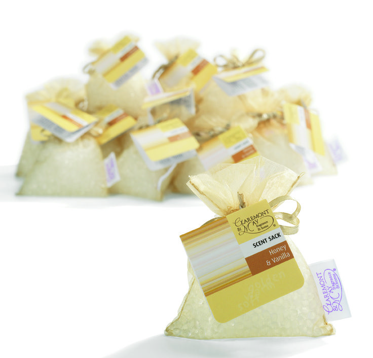 The scent sacks are both intensely fragrant and beautifully presented in tactile organza material, so are ideal to be displayed prominently in ones home or car.