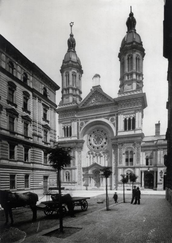 Východní průčelí Vinohradské synagogy, kolem 1905