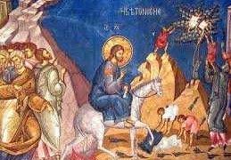 Ortodocşii prăznuiesc, duminică, Floriile sau Duminica Stâlpărilor, cea mai importantă sărbătoare care vesteşte Paştele, rememorând intrarea lui Iisus în Ierusalim, şi sărbătoarea celor cu nume de floare.