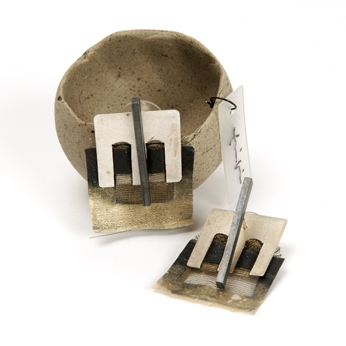 Kikis Alamo-art works-. Textil earrings. Silver, mesh, linen fibers paper.