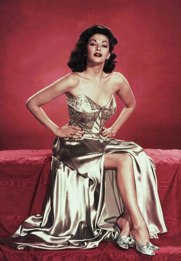Hollywood actress Yvonne De Carlo uses the iconic Bolex H-16 16mm cinecamera, which was popular for making home movies in the 1940s and 50s.