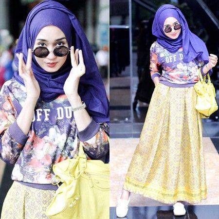 Padukan ungu dan kuning seperti ini, penampilan fun dan chic.