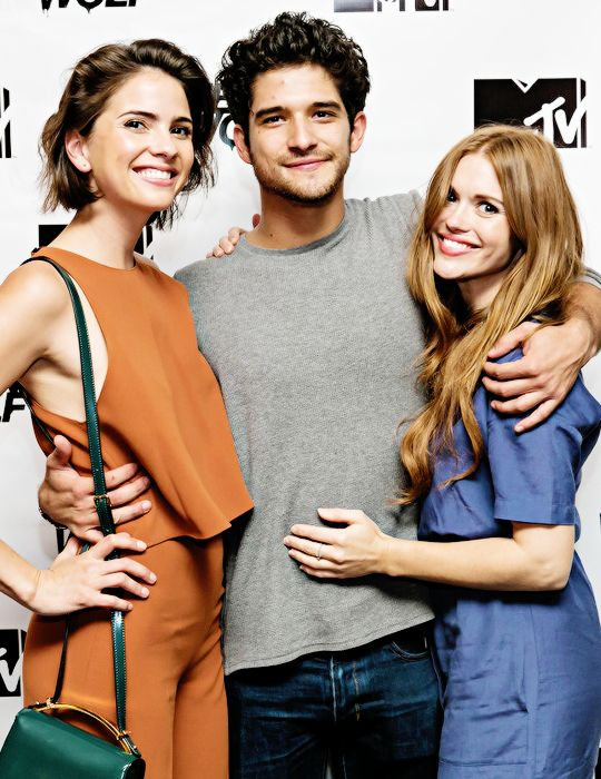 teen wolf - shelley hennig, tyler posey and holland roden at atx
