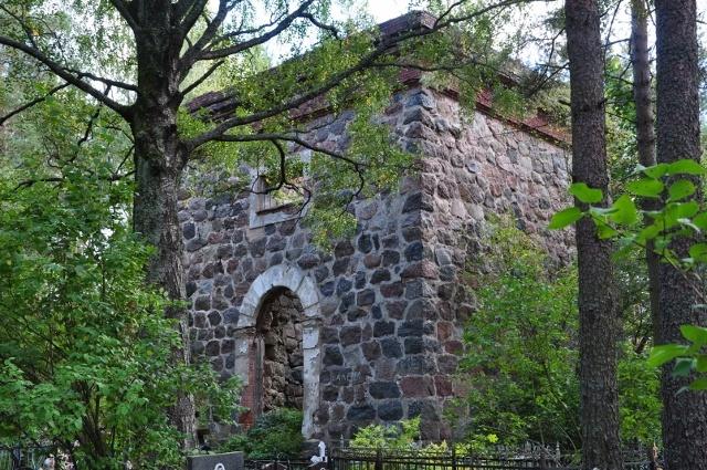 Tämän verran v. 1857 rakennetusta Uudenkirkon kellotapulista oli jäljellä 9/2012