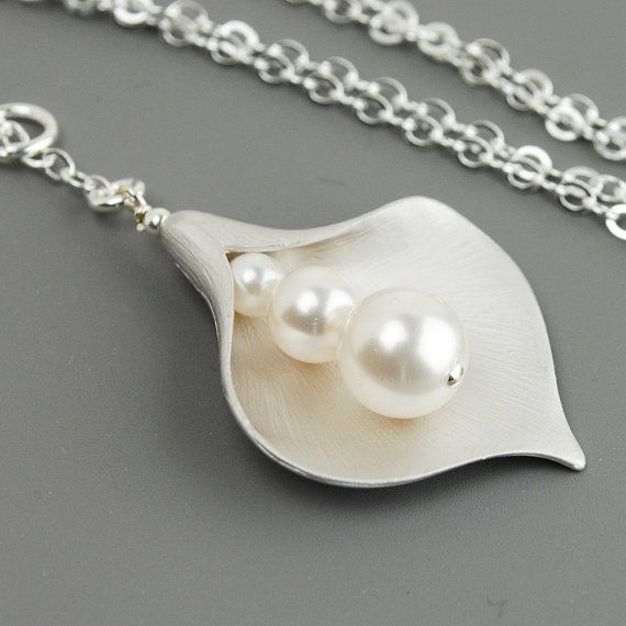 Calla Lily Necklace, White Pearl Flower Pendant Lariat Necklace, Bridesmaid Jewelry, Wedding Jewelry, Sterling Silver Chain