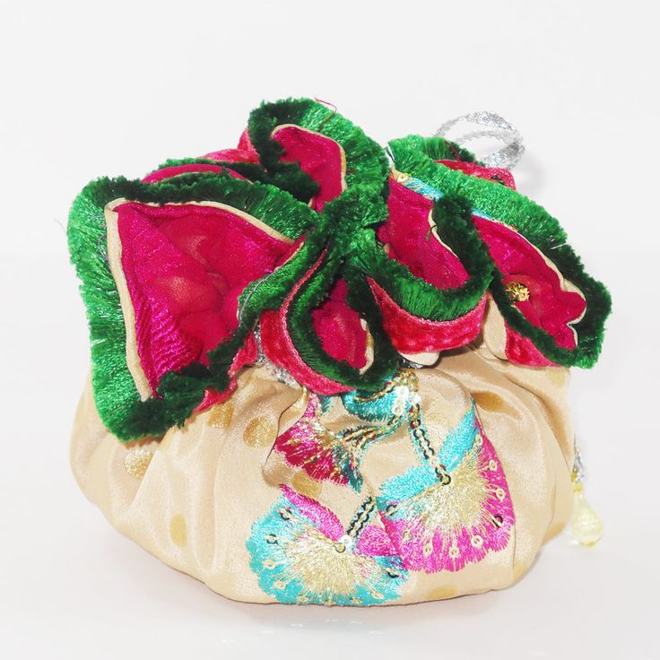 Shopibiz presents latest Jewellery pouch this beautiful drawstring bag has eight interior pocket plus a large one in the middle of the bag.