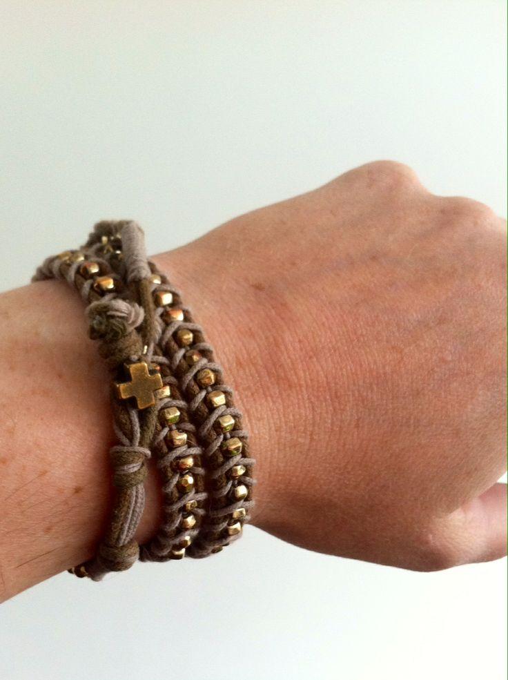 String knot bracelet / geknoopt