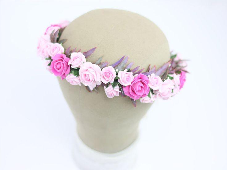 Ślubny wianek w różowych tonacjach. Romantyczny i subtelny dodatek na ślub i sesję w plenerze :)  Do kupienia w sklepie internetowym Madame Allure.