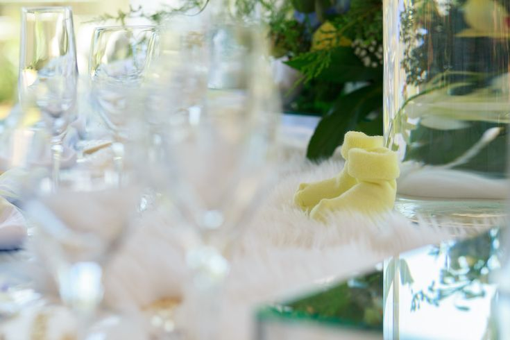 We love the contrast of the clean lines of glassware against a soft faux-fur runner, finished with beautiful flowers and details. #babyshower #chic #perfection #yellow