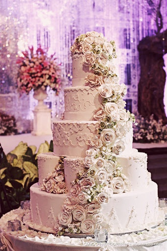 Wedding cute, tooo beautiful to eat and so pretty to look at :)