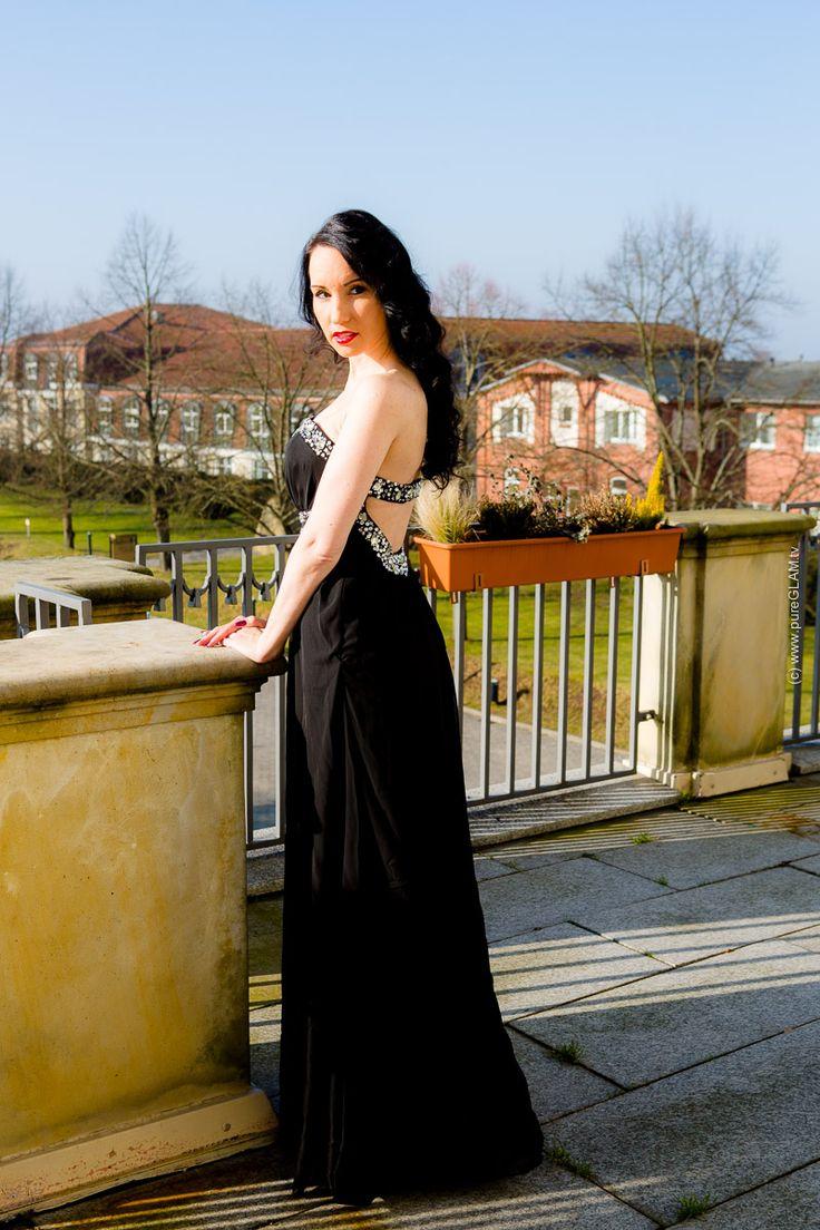 Schwarzes langes Abendkleid mit Strass-Steinen - und Plateau-Pumps - Fashionlook - OOTD - Modeblogger - Fashionblog - Abendmode - Gala-Kleid - Partyoutfit - Blogger München Vanessa