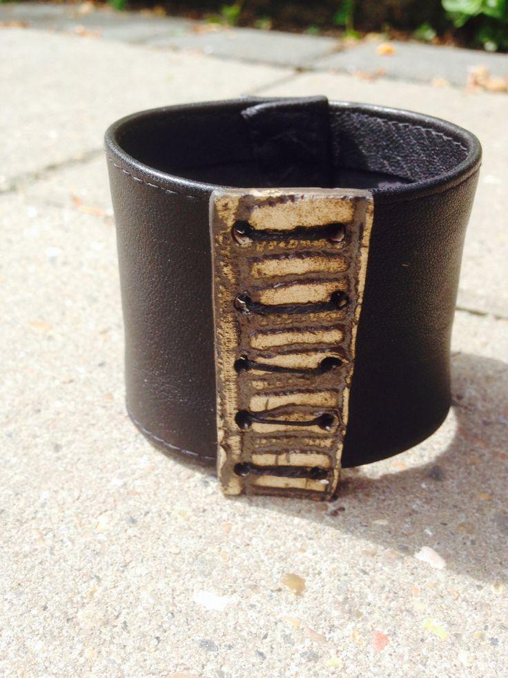 Læderarmbånd  med keramik