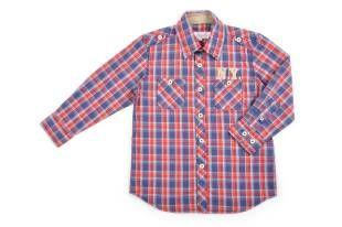 Camisa para niño, con diseño a cuadros en rojo, azul y blanco.