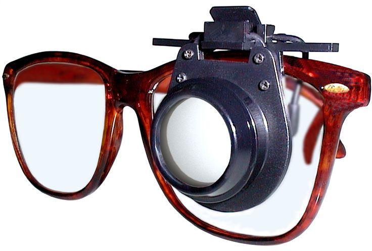 Cliped: la lente d'ingrandimento che si aggancia su tutti gli occhiali e permette di osservare e lavorare con le mani libere.