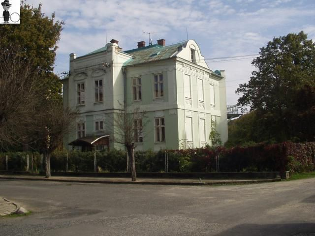 For sale large Art Nouveau house in the village Vidnava, which was built before the 1920s It is perfectly maintained villa with two apartments 4 +1, suitable for immediate housing or for conversion to guest house, hotel, office or to or for social purposes. Cheap price 1 400 000,00 CZK = 50 825,92 EUR ( 17.10.2017 )  http://www.agentreality.eu