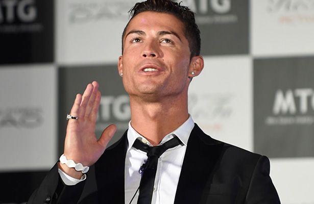 Subastan un día con Cristiano Ronaldo - Londres.- La página web Omaze, dedicada a recaudar fondos para causas solidarias, anunció hoy una campaña en la que se subasta pasar una jornada co...