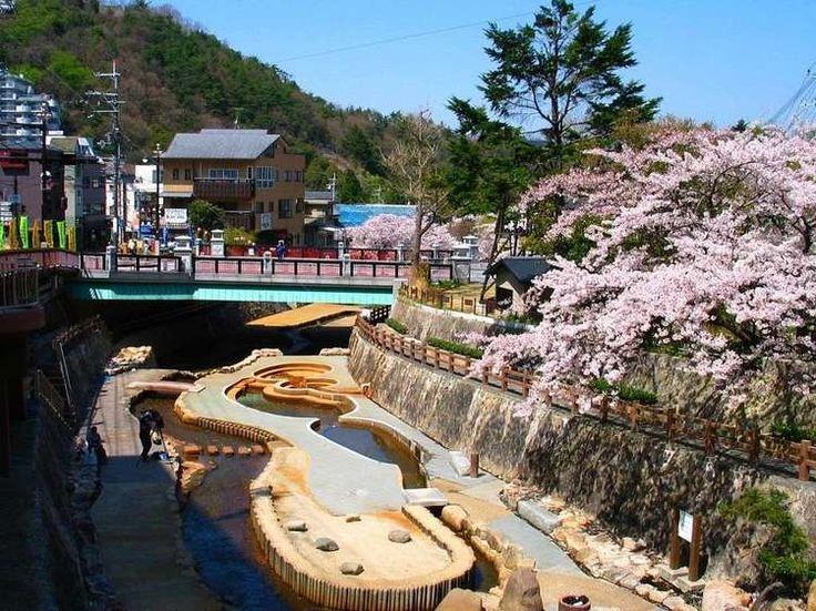 神戸に観光に行った時に是非訪れてほしいおすすめスポットをご紹介していきます。まずは、関西といえば浮かぶのが大阪でしょう。そのイメージは食い倒れや商人など、いずれ様々でしょうが、派手という言葉が似合うように思います。他にも古都の京都、先端技術の奈良。とにかく都市の一つ一つが特徴的といって差し支えありません。...