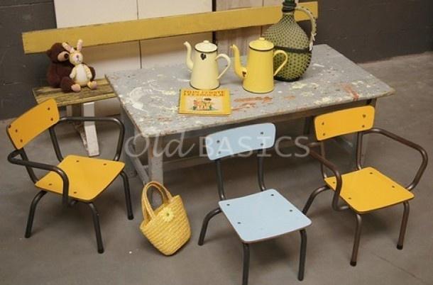 Brocante voor kinderen! leuke vrolijke brocante stoeltjes, banken en kindertafels! www.old-basics.nl (uitgebreide webwinkel en grote loods van 750 m2)