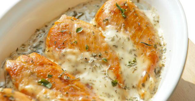 Dieses Hühnchen mit Kräuterfrischkäse ist so lecker! Und du wirst niemals glauben wie einfach es ist!!