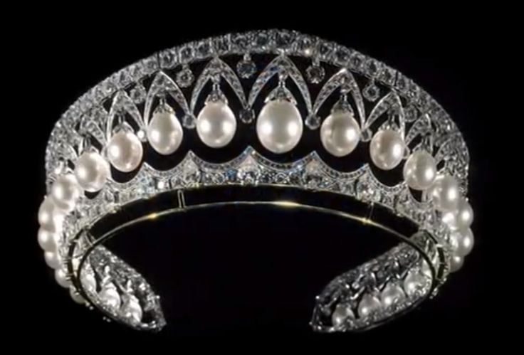The favorite diadem of Empress Maria Fedorovna of Russia, mother of the last tsar. It is made by Bolin. It was sold during the 1920's by the Soviet government, and has been in numerous hands through the years. It is reported to be currently in the collection of Imelda Marcos, the former first lady of the Philippines.   collar pulsera perlas swarovski joyeria necklace bracelet pearls crystal jewelry  http://iaguirreb.wix.com/deperlas#!blank-2/c1ger