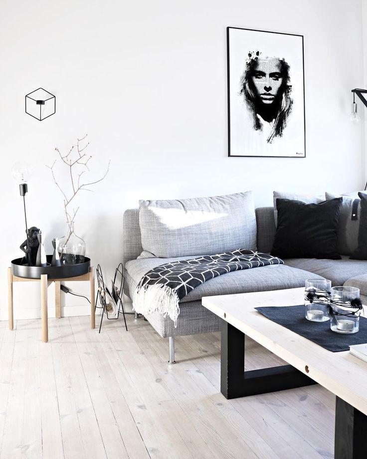 This basic color scheme! 🤤 _ #DoYouReadMe #poster #wallart #whiteliving #whiteinterior #whitehome #mynordicroom #mynordichome #livingroomdecor #nordic #nordicinterior #artwork #graphicdesign #boligpluss #boligplussminstil #hem_inspiration #tuesdayinspiration #scandinavianstyle