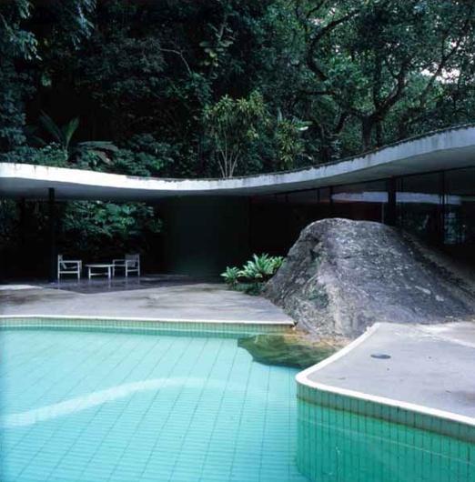 pool area / CASA DAS CANOAS / Oscar Niemeyer