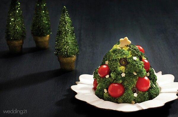Brocoli tomato potato christmas salad - mashed potato inside