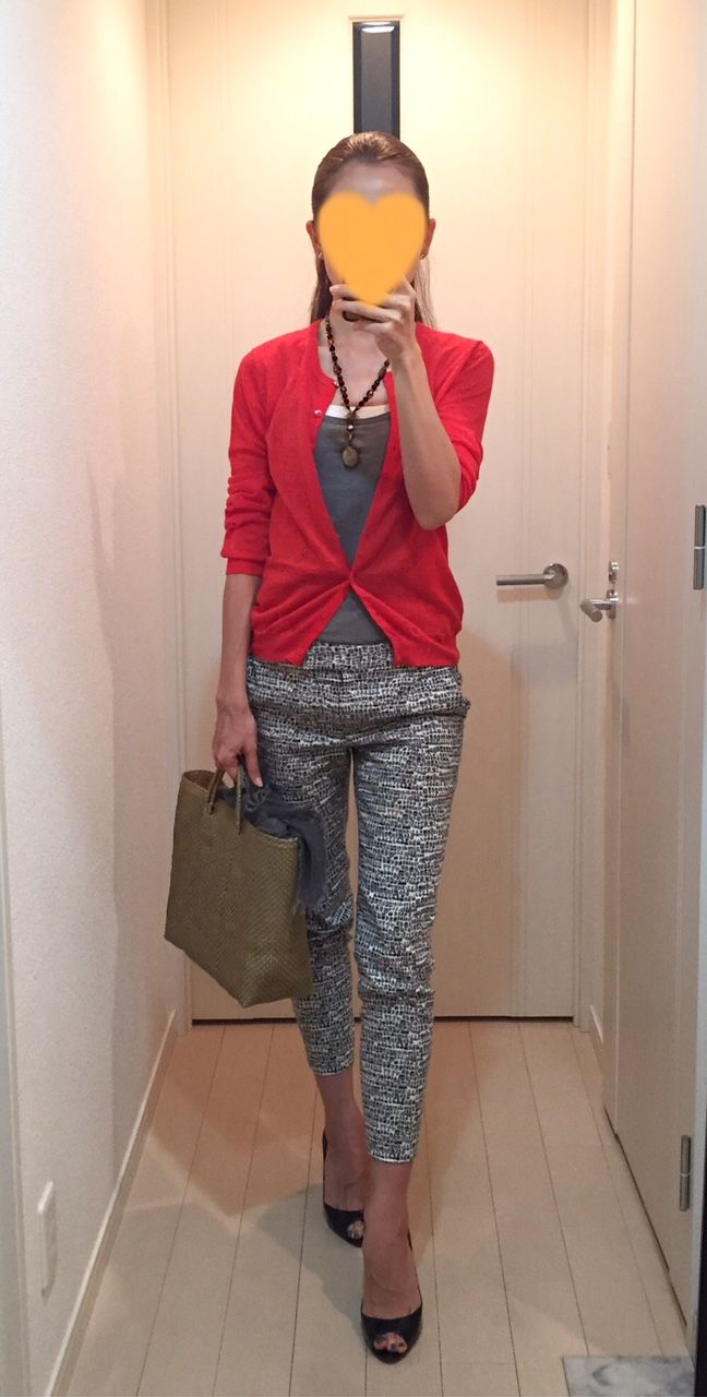 Red cardigan: MACPHEE, Tank: H&M, Pants: Tomorrowland, Bag: la kagu, Pumps: Christian Louboutin