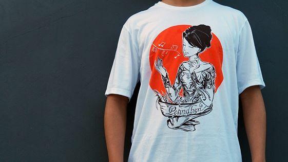 """Siapa si yang ga tau soal Pesindhen?  Yup, seorang wanita yang bernyanyi mengiringi orkestra gamelan. Pesinden juga sering disebut sinden, menurut Ki Mujoko Joko Raharjo berasal dari kata """"pasindhian"""" yang berarti yang kaya akan lagu atau yang melagukan (melantunkan lagu).   Ayo, yang mau Pesindhen T-Shirt ini buat ikut memperkaya Kebudayaan Indonesia,  Ukuran S, M dan L Rp 90.000,- aja! Langsung kontak di 085721177512 atau pin BB 742EF1D6 Buruan!"""