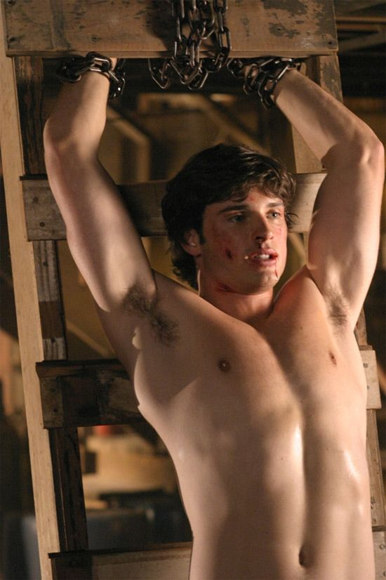 Tom Welling mmmmmm I just want to lick that chest
