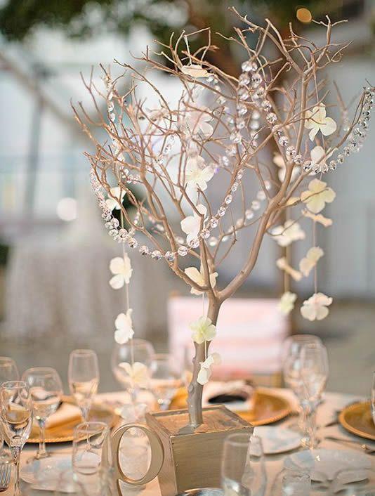 Centros de mesa para bodas con ramas de manzano